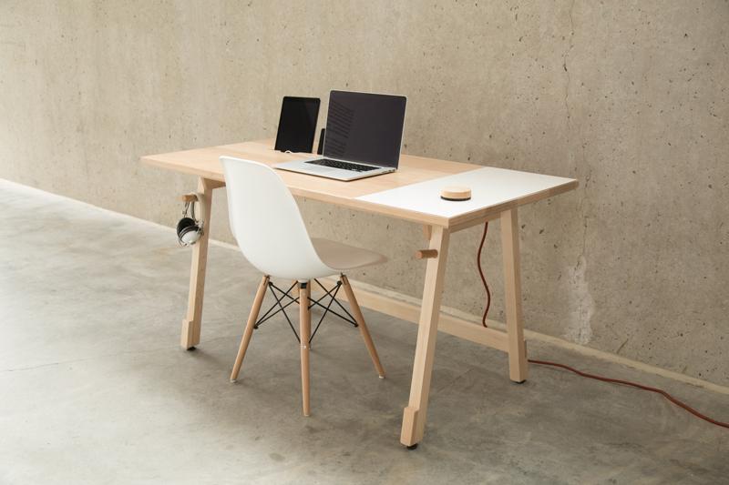 un bureau minimaliste qui cache tous vos cordons c bles. Black Bedroom Furniture Sets. Home Design Ideas